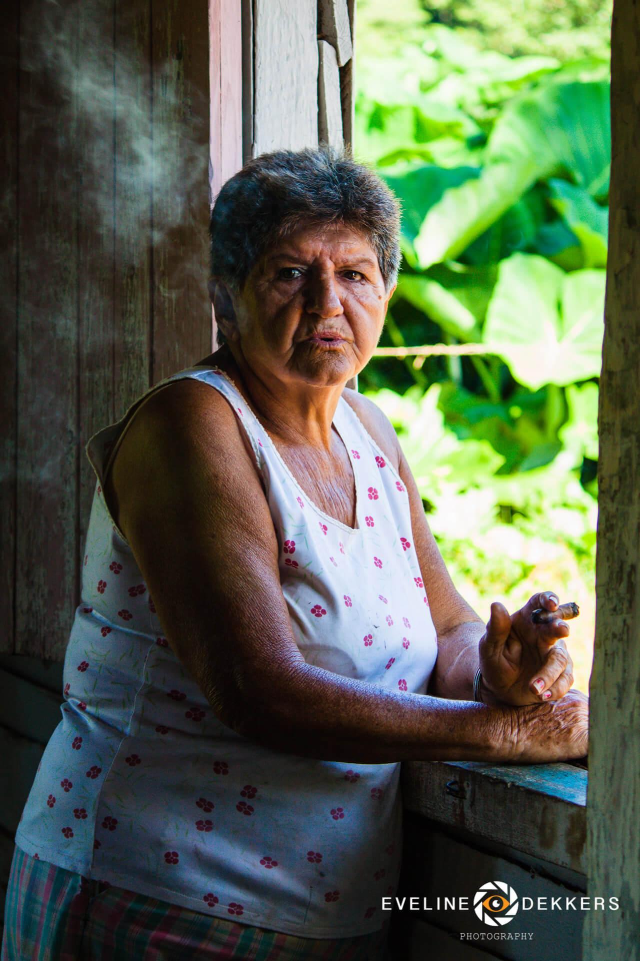 woman-cigar-cuba