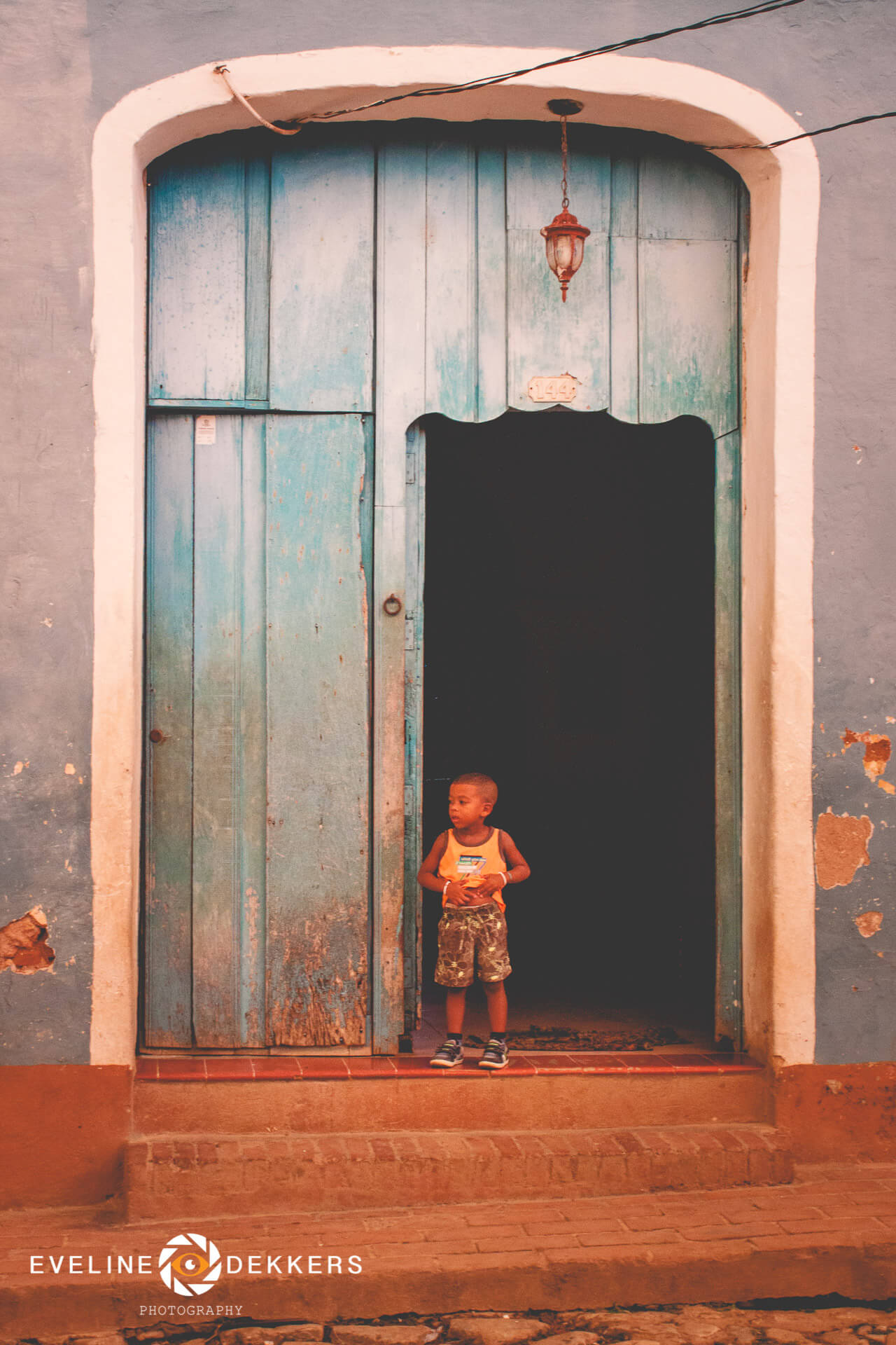 door-and-boy-cuba