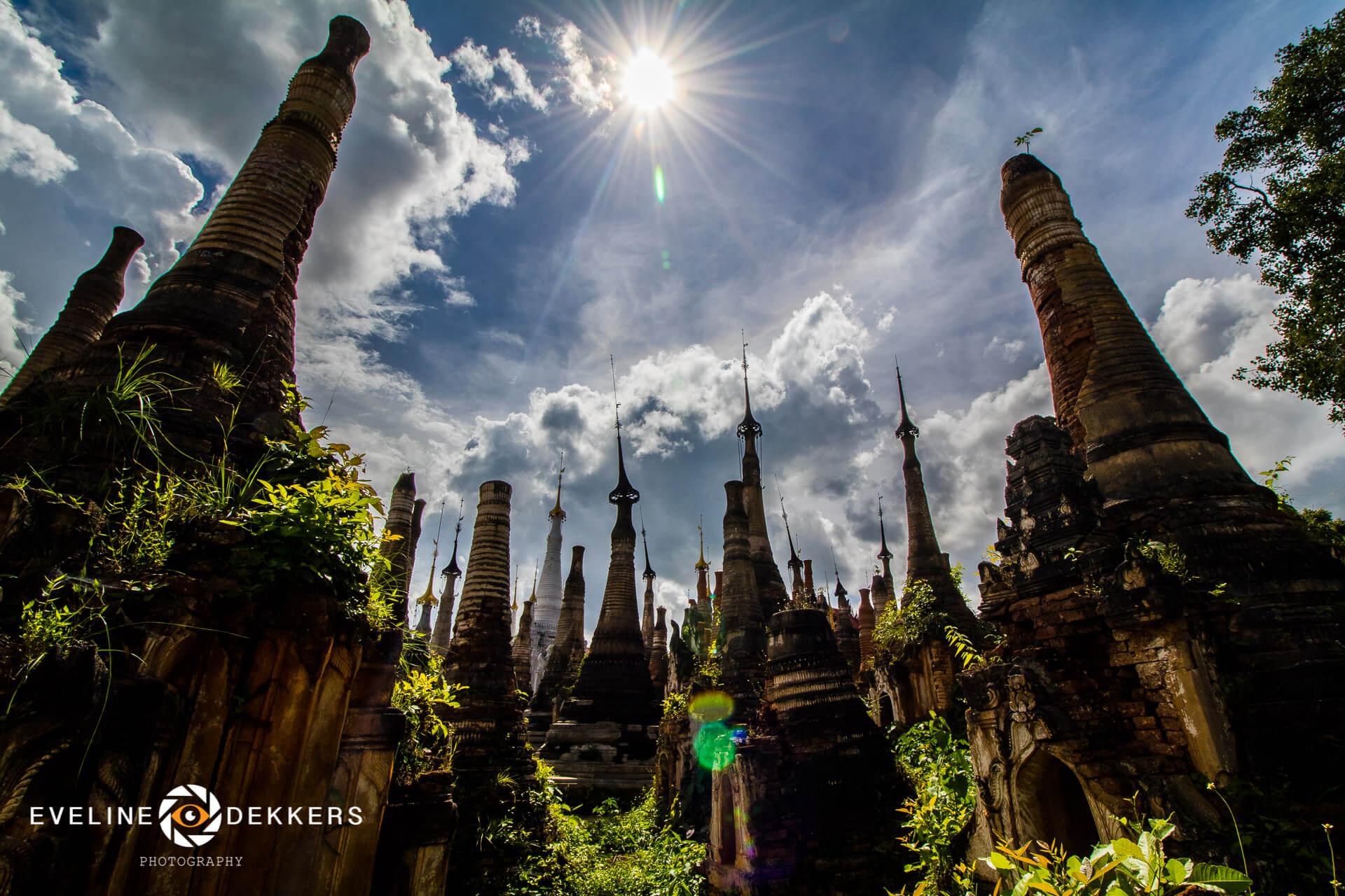 in-dein-stupas-myanmar