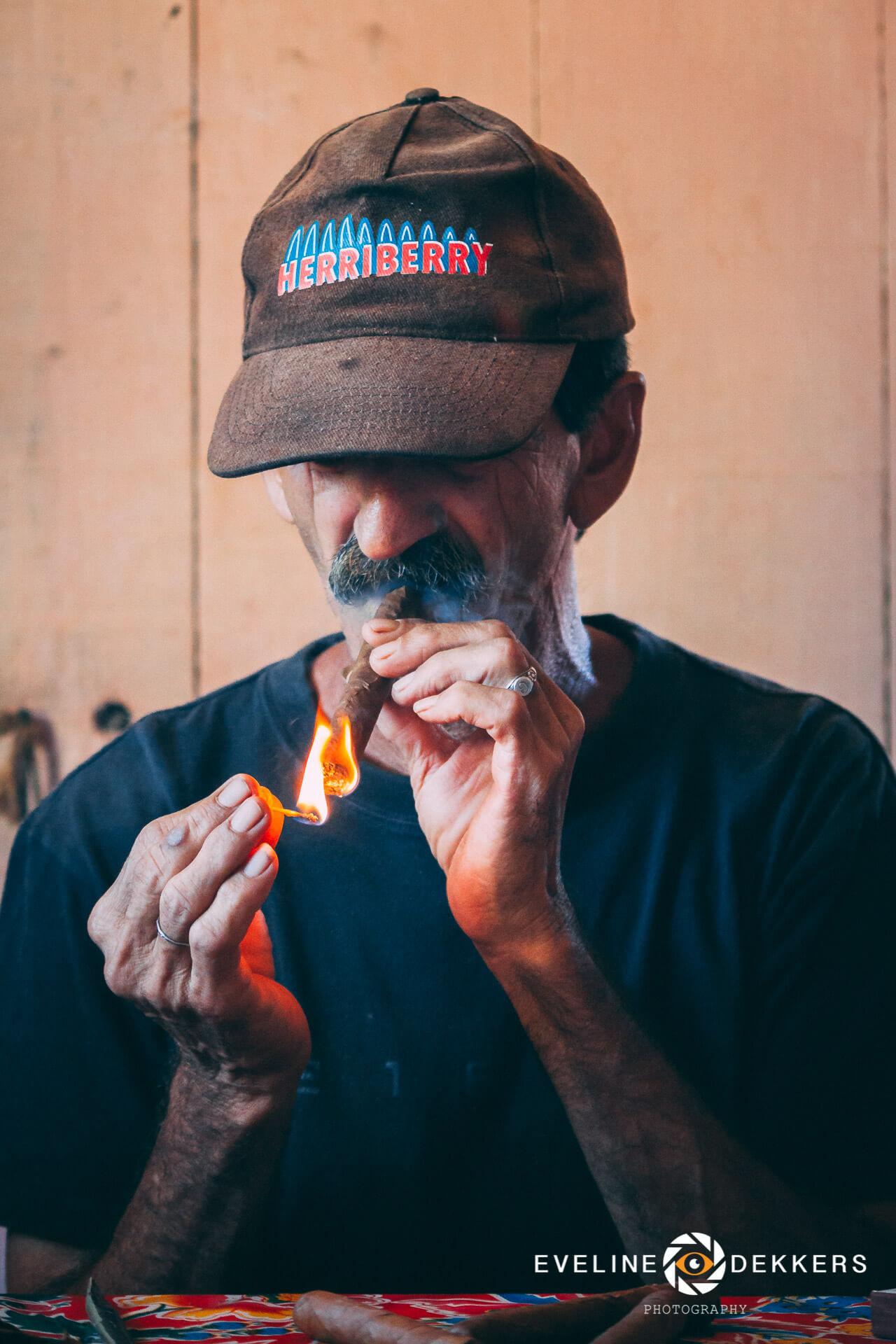 cigar-smoking-cuba