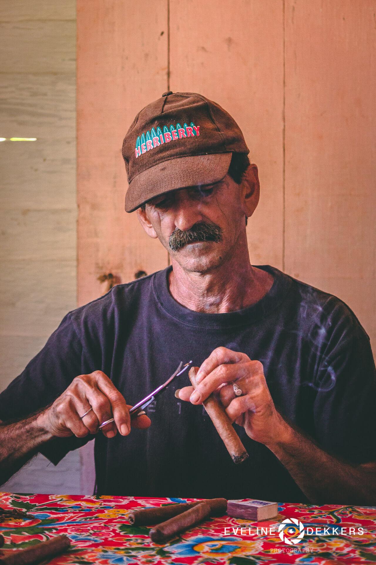 cigar-final-touch-cuba