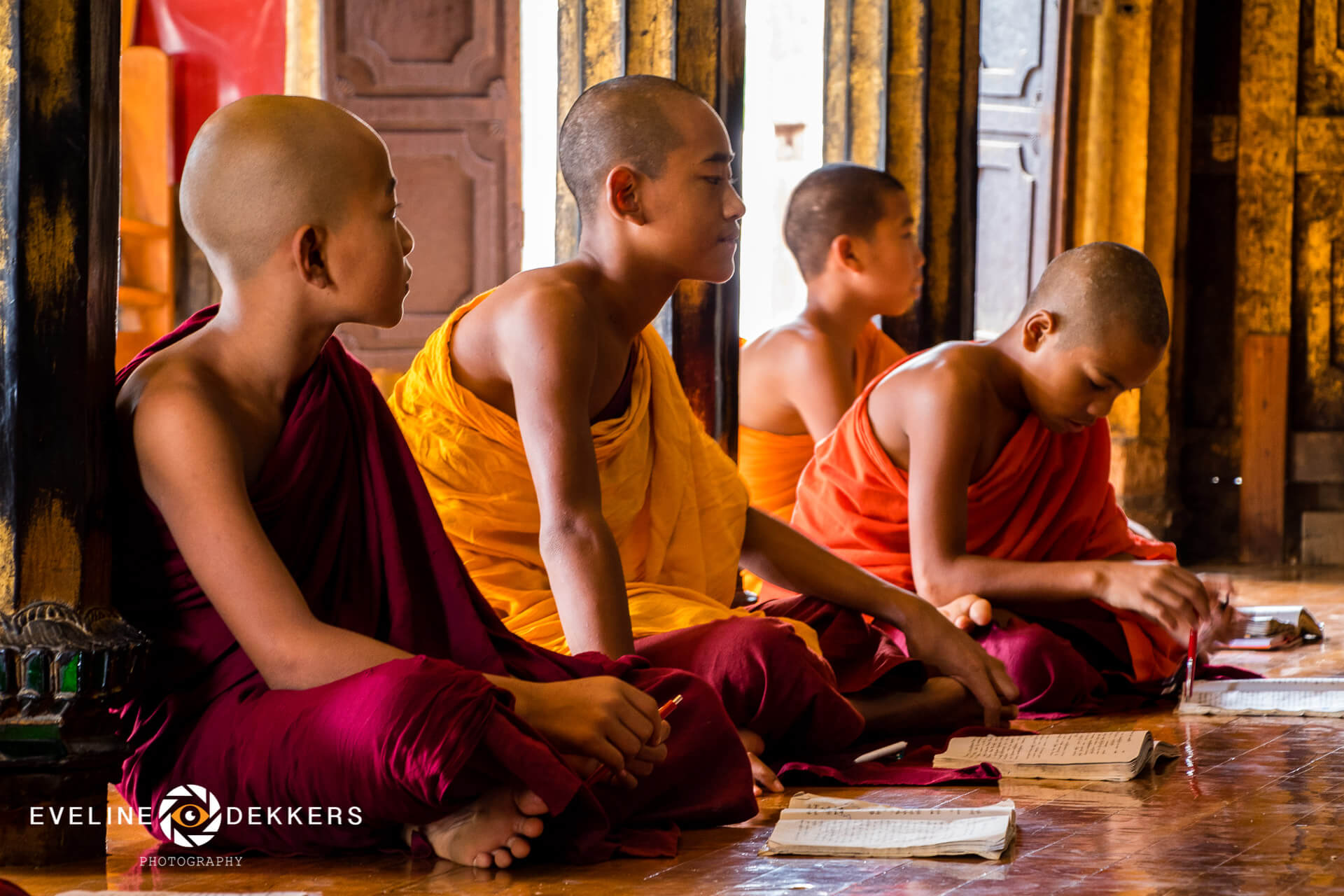 studying-monks-myanmar
