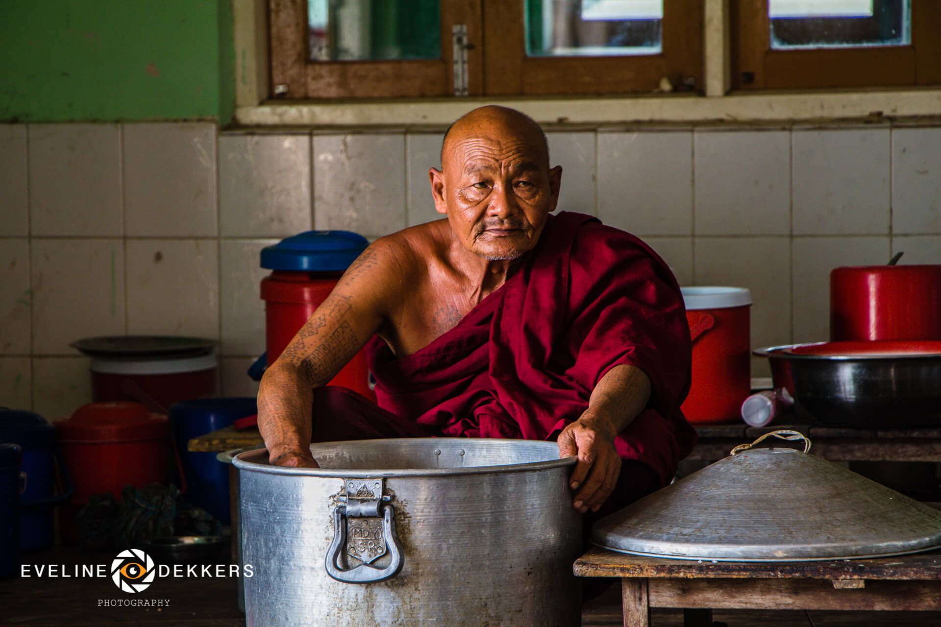 monk-lunch-myanmar