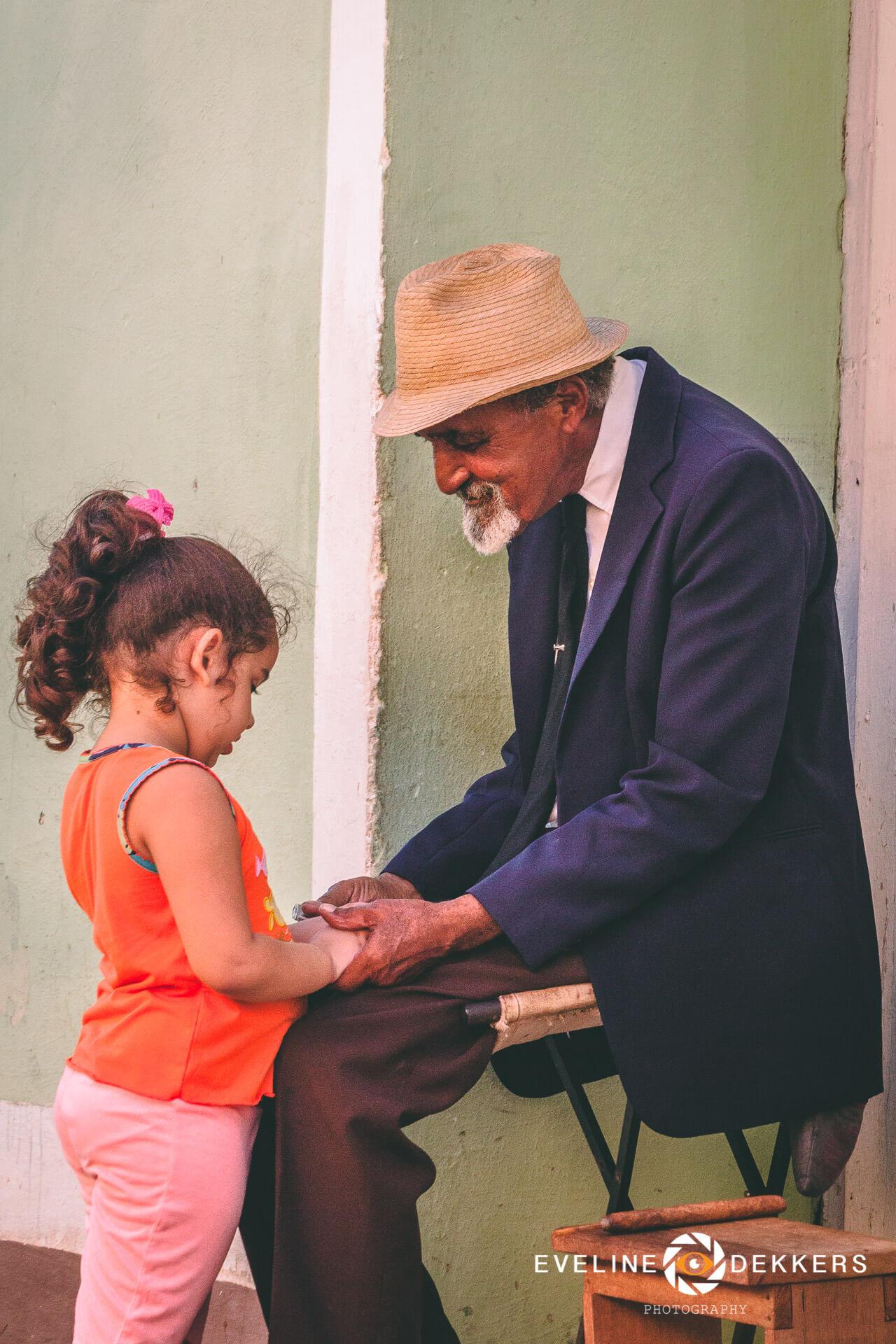 granddad-child-cuba